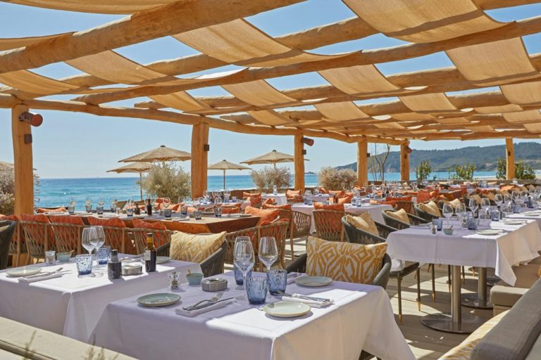 Pampelone beaches for your wedding in St Tropez